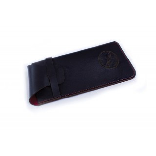 Pouch case with flat